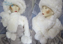white scarve, 2 PomPom faux-fur, eccentricity winter wedding