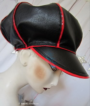 rain cap, eccentric retro, (02) 59/62, black and red leatherette