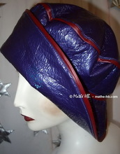 eccentric retro style rain hat M, red and purple