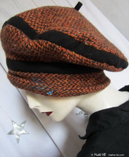 beret, brick-red and black recycled wool