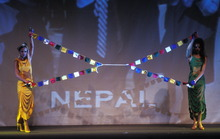 "Dresses Tiamat, ""scene Nepal"" of the show ""40 international couturiers for Peace"""