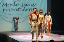 "Show costumes, ""scene Hong Kong"" of the show ""40 international couturiers for Peace"""