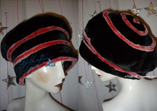 eccentric hat, red iridescent white and black, winter beret