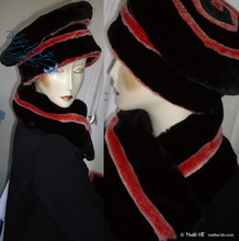 eccentric collar, winter scarve, red iridescent white and black